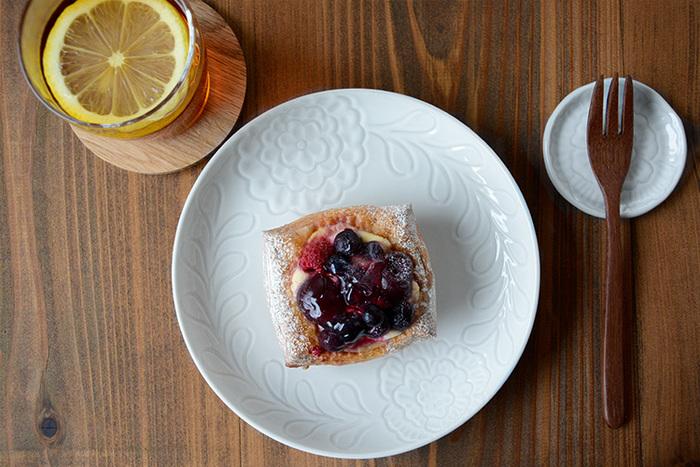 日々の食卓をおしゃれに彩る白磁は、現代のライフスタイルにマッチする「洗練されたシンプルさ」も魅力。和食器だけでなく洋食器とも相性が良いので、シーンやお料理に合わせてコーディネートするのも楽しいですよ。