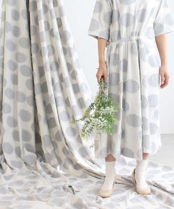 ドット柄のアイテムは、ナチュラルにもカジュアルにも着こなせる優秀なお洋服。  爽やかな装いで春気分を先取りしたくなるような、アイテム別のおしゃれコーデをご紹介します。