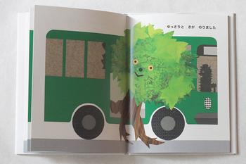 バスに乗り込む、ユニークで意外な乗客たちに思わずくすっと笑ってしまう絵本です。