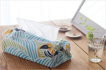 45cm四方のものは、端を結んでティッシュケースとして使うことも。お部屋のテイストやその日の気分によって簡単に交換できるので便利です。