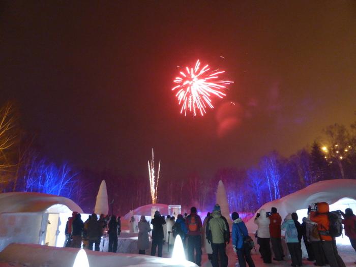 その他、雑貨屋さんやスイーツカフェ、滑り台など色々楽しめるアイスビレッジ。クリスマスやニューイヤーなどには様々なイベントも行われているそうです。