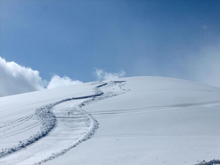 ふかふか、サラサラのパウダースノー。雪質の良さは多くのスキーヤーやスノーボーダーの憧れの的。もちろん初心者さんでも楽しめるコースもありますよ♪
