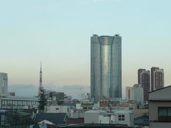 開放感のある窓からは、東京タワーを眺めることができます。ランチに来ても、ディナーに来ても◎