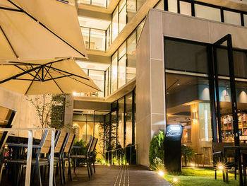 飲み屋も美味しいお店も多い、片町のすぐそばにある竪町ストリートに新しく誕生した『Kaname Inn Tatemachi(カナメ イン タテマチ)』。モダンでスタイリッシュな魅力を放つ、9階建てのホテルです。