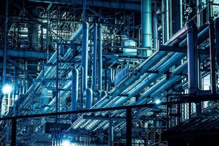 東京都心からのアクセスの良さ、バスツアーなどによる利便性、圧倒的な数と規模を誇る工場群などが追い風となっている川崎市は、今や工場夜景の聖地ともいえる場所となっています。