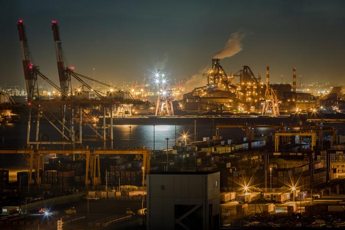 どこを切り取っても絵になる工場夜景が広がる川崎マリエンからの夜景の美しさは格別で「日本夜景遺産」にも登録されています。