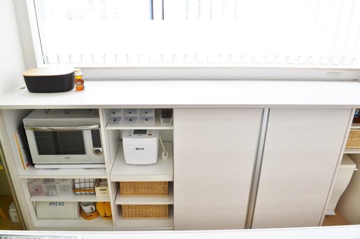 キッチン家電はおしゃれなデザインのものも増えてきましたが、そのまま出しておくとどうしても生活感が出てしまいます。