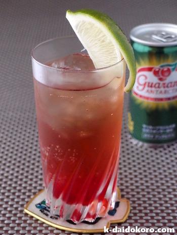 """""""夏の喜び""""という意味をもつノンアルコールドリンク。ライムジュースにシロップを入れ、炭酸水で割れば出来上がりです。お好みでさらにキュッとライムを搾って爽やかな酸味を楽しんで。"""