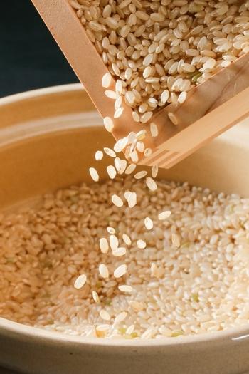 玄米そのものは毒ではありませんが、発芽させてない玄米は毒にもなります。 発芽抑制因子の「アブシジン酸」が、体内の大切なミトコンドリアを傷つけてしまうのです。