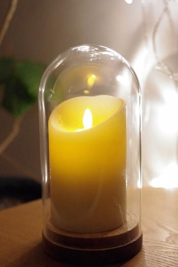 まるで本物のキャンドルのような炎のゆらぎが楽しめるルミナラLEDランプ。本体はロウで作られているのだそう。タイマー機能が付いているので、夜でも朝の薄明かりの中でも、ちょっと明かりが欲しいときに重宝しますよね。 サチ…あれ♪ ~北欧インテリア~さんはイケアのガラスドームに入れて使用されています。雰囲気があって素敵ですね。