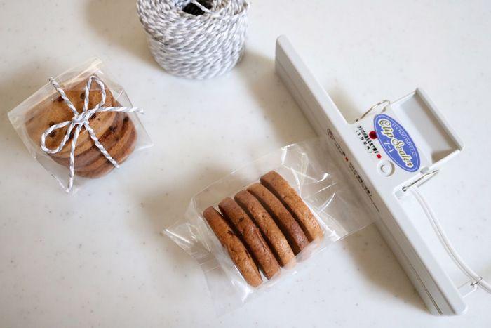 開封すると湿気が気になるお菓子の保存はもちろん、手作りのお菓子を差し上げるのにも重宝するクリップシーラー。汁気があるものもしっかり密封してくれますよ。