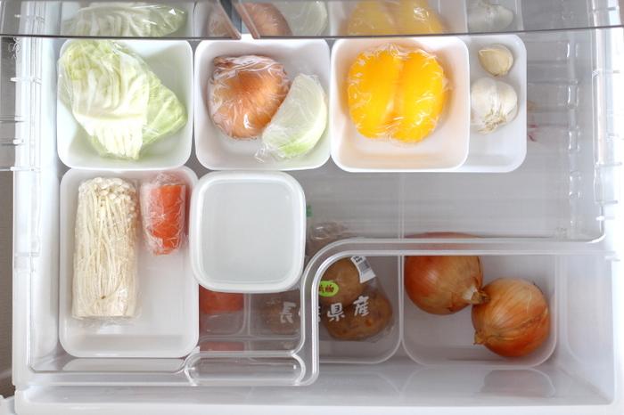 使いかけの野菜たちもこのとおり。薄くて軽くて洗いやすく、使わないときはスタッキングしておいてもかさばらないので、収納に困りませんね。レンジ対応なところも◎何かと使い勝手が良さそうです。