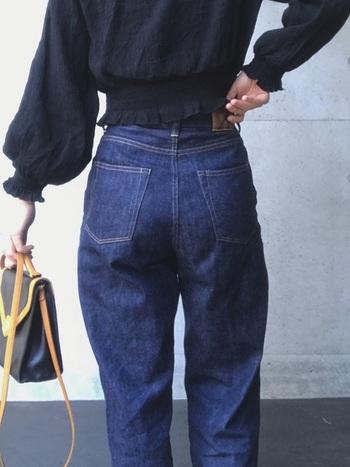 「多種 多様な人体にフィットする服」をコンセプトにパリで誕生したANATOMICAのデニムは、マリリンモンローが履いていたとされるデニムをベースにした、股上の深いモデル「618 MARILYN」など独特のシルエットが大人気です。