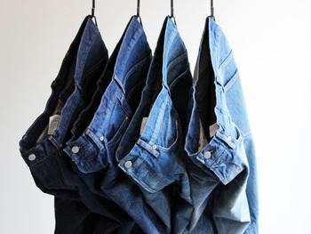 「10年後も着ていたい服。」をコンセプトとしているOrdinary fits。2008年にスタートしたばかりのブランドですが、デニムの産地である岡山県児島の自社工場にて長年培った経験を活かした技術で、シルエット、縫製、質感などにこだわって作られています。