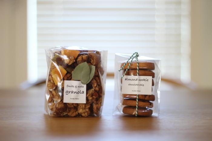 手作りのお菓子は、中身の見える透明の袋に入れてみて。美味しそうなお菓子に、もらった人も思わずにっこりしちゃいそう♪透明な袋の上から、シールや紐、可愛いタグなどでさらにラッピングをプラス!よりおしゃれに、特別感がでますね。
