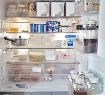 冷蔵部分は、物が見えにくい場所が結構あります。容器を並べる工夫や、料理した鍋をそのまま入れておくなど、まずは物を置く位置を決めて使いやすくしましょう。