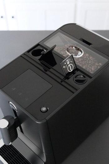 スタイリッシュなデザインも人気のひとつ。コーヒーの抽出口であるノズルの高さを変えられるので、マグカップの大きさに合わせて使うことができます。ノズルの高さ調節ができることで飛び散りも少なく、掃除がとてもラクです。