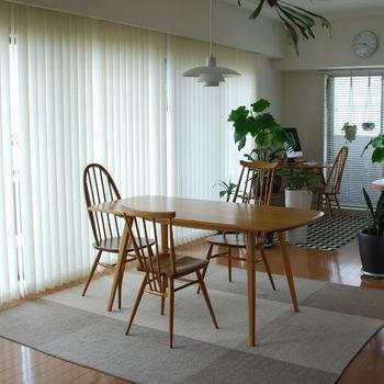 こちらの北欧ヴィンテージテーブルは、イギリスの老舗家具ブランド「アーコール」のもの。リビングはすべてこのヴィンテージ家具で統一しているというこだわりよう!二人暮らしにちょうど良い大きさも魅力的です。
