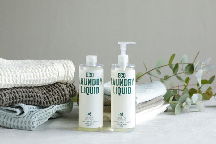 「ECO LAUNDRY LIQUID」は100%植物由来原料と水だけで出来た洗濯用洗剤です。やさしく洗い上げてくれるので、デリケートなおしゃれ着も小さなお子さんの衣類も、全部まとめて洗うことが出来ます。