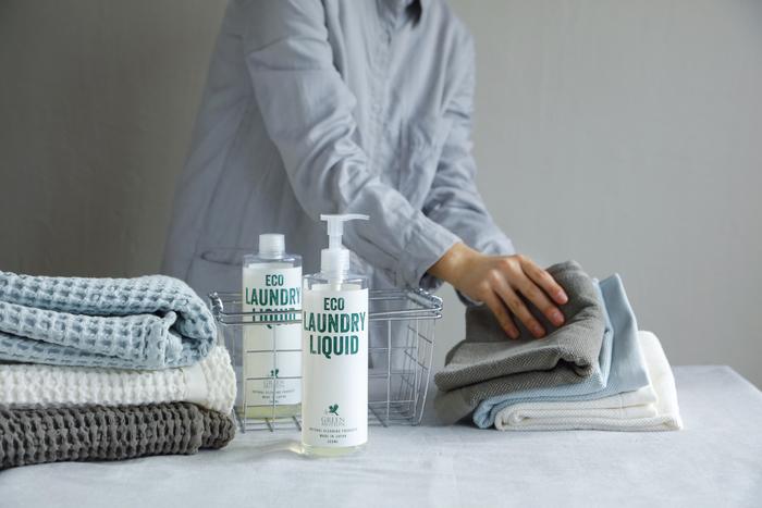 洗濯物を仕分けして、洗剤を選んで、数回に分けていた洗濯の手間が省け、これ一本でまとめて洗えます。少しでも家事の負担を減らしてくれるのは助かりますね。ラベンダーの優しい香りで気持ちよく洗濯出来ますよ。