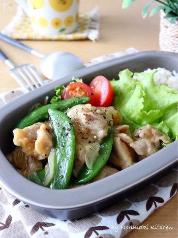 電子レンジで手軽にできちゃう一皿。パパっと作れるのに、鶏肉はとってもジューシー!一番最初に鶏肉を下味に漬け込むと、味が染み込んで、作り込んだような仕上がりに。