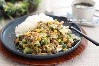 常備食品としてストックしておくご家庭も多いツナを使ったチャーハン。お野菜たっぷりなのが嬉しいですね!調味料のコチジャンは量を調節して、お好みの辛さに!冷蔵庫の中にある余り野菜を使っても美味しく頂けます。