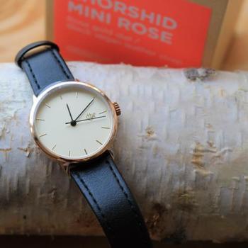 """スウェーデンで2005年に生まれた「CHEAPO(チーポ)」は、""""チープ""""で""""ポップ""""をコンセプトに掲げているブランド。北欧テイストのシンプルなのに柔らかな印象の腕時計は、幅広い世代の女性の腕でさりげなく光を放ち、毎日のコーデに欠かせないアイテムになりそうです。"""