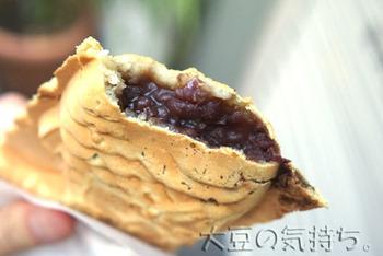 黒糖が使われている生地とあんは、コクのあるお味です。しっかりと甘さが感じられるのに、後味はすっきりとしています。