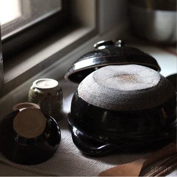 おかゆを取り出したら、きれいに洗って、よく乾かします。空気に触れる部分を多くするようにして、しっかりと乾かしましょう。