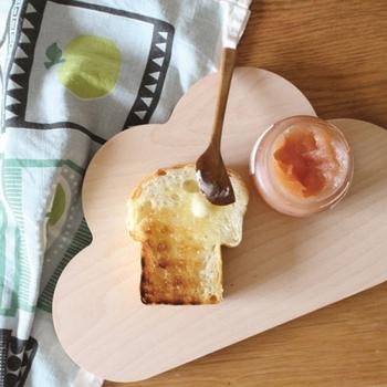 ドイツの「snug.studio(スナッグスタジオ)」のもの。2枚目のカッティングボードは、こんな可愛いデザインのものもいいかも。パンやジャム、スイーツなどをのせれば、朝食やブレイクタイムが、うきうき楽しくなりそう♪