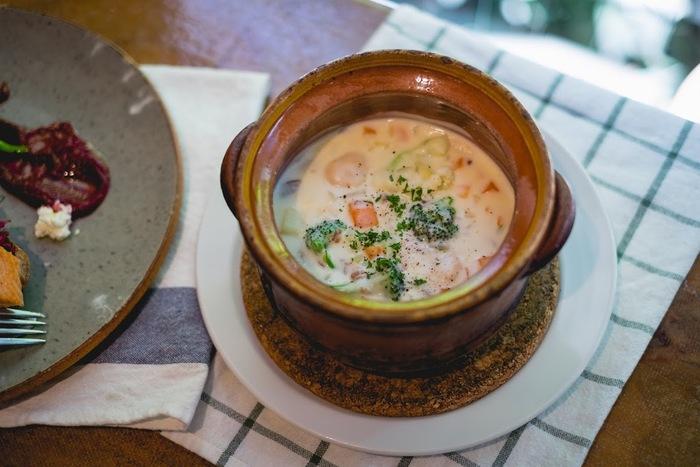 具沢山のスープランチも野菜不足の現代人には嬉しい限り。心も体も温まります。