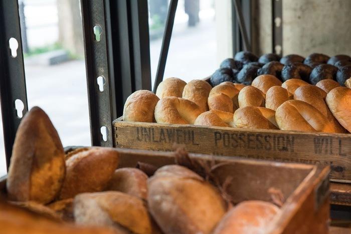 季節のフルーツなどから作られた天然酵母のパンには多くのファンの方がいるんです。その美味しさは一度食べてみるとわかります。ああ、またあのパンが食べたいなぁと思えるパンに出会えますよ。