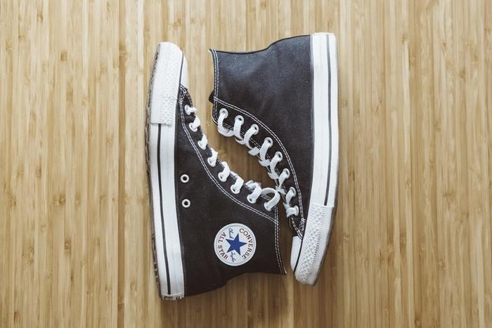 靴もクローゼット同様、必要なモノとそうでないモノを見極めることが重要です。気がついたら履いてない靴でいっぱいになってる!なんてことはもうサヨナラしましょう。定番の靴を残しておけば、それで十分なはず。 新しい靴がほしくなったらどれか一足処分するくらいの気持ちを持ちましょう。
