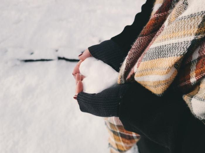 冬の時期は外に出るのも億劫になってしまいがちです。肌寒いとおしゃれに気を配るのも大変ですよね。