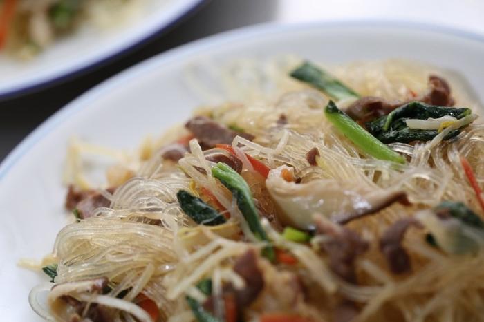 """「オモニ」は韓国語で""""母""""を意味する言葉です。お母さんの作ってくれる料理を食べるとなぜか心が落ち着くことってありますよね。家庭料理ならではの優しい味わいは、初めて食べる料理でもどこか懐かしい気分にさせてくれるでしょう。手作りの良さも楽しみながら、韓国のオモニの味をじっくり味わってみてください♪"""
