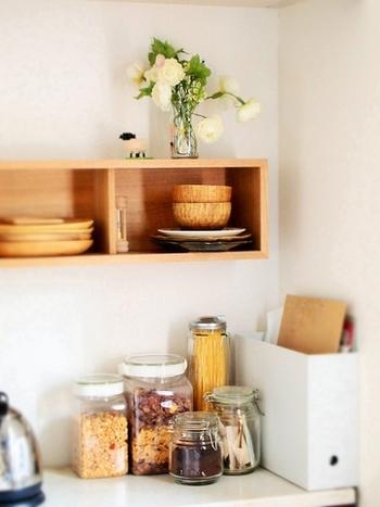 キッチンの中で、まず一番に考えたいのが、細々としたストック食材の管理ではないでしょうか…パスタ、砂糖&塩、だし、茶葉…毎日使うものなので、使い勝手良く、さらに見た目に美しい方が気分も良いですよね。ブロガーさん達の保存容器の活用法を覗いてみましょう!