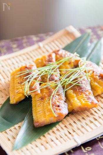 こちらはおやつにも楽しめるトウモロコシを使ったチヂミです。韓国でよく使われる調味料の一つ、テンジャン味噌を使っているところがポイント。本場の調味料を使うことでオモニの味わいにより近づけることができます。