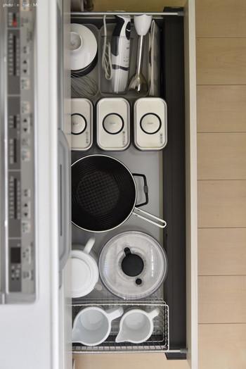 キッチンは毎日立つ場所だからこそ、お料理の時間がスムーズで楽しい時間になるように…。今回は、すぐにでも真似したくなる、ブロガーさんが実際に実践している保存容器の活用法や収納術、さらにはおすすめの保存容器のブランドをご紹介したいと思います。キッチン収納の参考にしてみて下さいね!