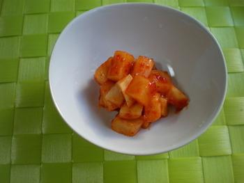 韓国では白菜のキムチだけでなく、大根を使ったカクテキも家庭で親しまれるキムチの一つ。スープ料理と一緒に出てくることもよくあるのだそう。こちらはキムチの素を使うので、あ手軽に作れますよ♪