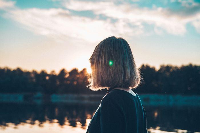 毎日バタバタと忙しく過ごしていると、ふと「このままで良いのだろうか」と漠然とした不安に襲われることもありますよね。仕事のこと、人間関係のこと、人生のこと・・・考え始めると、どんどん悩みは複雑さを増すばかり。そんな時は、自分の中の「気持ちスイッチ」を知っておくと、楽に気持ちの切り替えができるようになります。今回は、ちょっとした時間の中でできる気持ちを切り替え方をご紹介します。