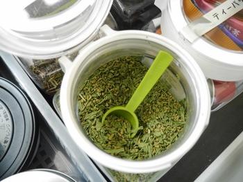 容器の中には、小さいサイズのスプーンを入れておけば、いちいち、カトラリーを出さずに済むので、おすすめです。