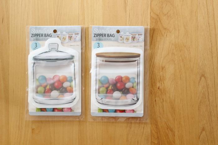 """ガラスジャー型のジッパーバッグといったら""""キッカーランド""""がお馴染みですが、100円ショップでもそっくりなアイテムが発売されています。遊び心を感じるアイテムで、キッチン収納を楽しんでみませんか♪"""