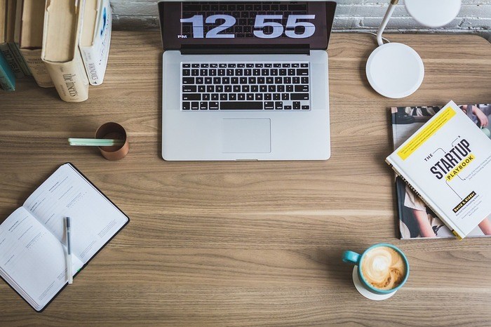 おうちで静かに勉強するもよし。朝時間のカフェでときめきながら勉強するもよし。なんとなくスマホを見て過ごしていた時間を勉強時間に切り替えるだけでも、時間は十分確保できます。早速、素敵な資格をご紹介していきましょう。