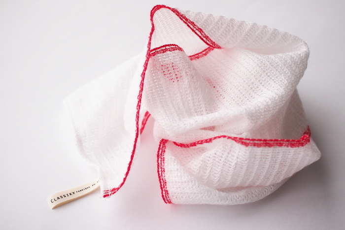 """とうもろこし繊維とも呼ばれる""""ポリ乳酸繊維""""と綿で作られたボディタオルは、きめ細かくフワフワでこしのある泡が立ちます。ソフトな肌触りなので、敏感肌の方でも安心です◎"""