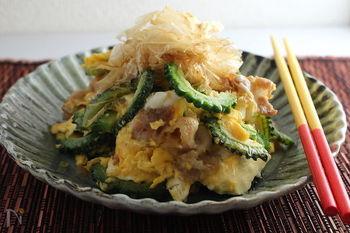 最近では全国でも馴染みの食材となった「ゴーヤ」。甘辛く味噌炒めにするのも美味しいですが、沖縄といえば「ゴーヤチャンプルー」ですよね。島豆腐もつかった、こちらも本格的な一品です。
