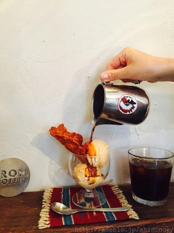 両国に焙煎所を構える「Single O Japan」のコーヒー豆を使い、ハンドドリップとエスプレッソを主体としたはラテやアメリカーノなどが味わえます。 エスプレッソを濃厚なミルクアイスにかけたアフォガートも絶品ですよ。