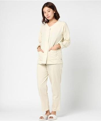"""外側はガーゼ、内側は今治タオルで作られた、こだわりのパジャマ。この""""タオルガーゼ""""は吸水性抜群!さらにお肌に当たる糸が気にならない工夫など、良質な睡眠のために作られたパジャマです。"""