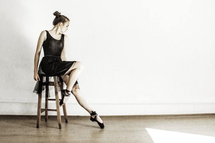 バレリーナのしなやかで美しいボディは女性の憧れ。バレエ独特のエレガントかつダイナミックな動きをするには、柔軟性としなやかな筋肉が求められます。
