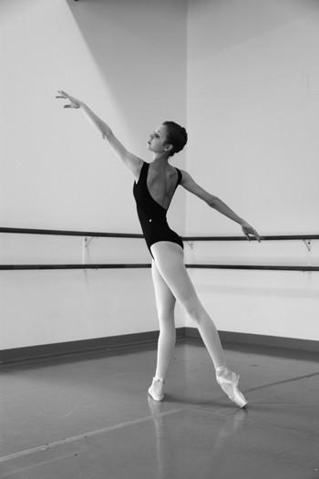 Photo on [Visualhunt](https://visualhunt.com/re4/8e1de8b7)  「ポール・ド・ブラ」とはバレエ独特の腕の動かし方のこと。肩と腰の左右4点を四角に保てれば、立っていても、座っていても大丈夫。