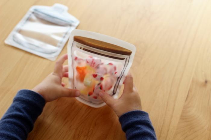 お子さんが食べるお菓子類、飴やチョコレートなどを可愛らしく収納しておくことが出来ます。マチ付なので、意外と入り、お友達にお菓子を配ったりする時にもおすすめです!